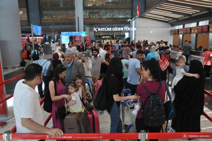 İstanbul'da oy kullanan havalimanına akın etti