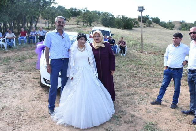 Gelinlik hayali damatsız düğünde gerçek oldu