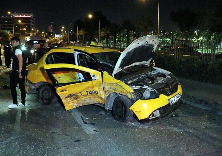"""Polisin """"dur"""" ihtarına uymayan sürücü kaza yaptı: 2 yaralı"""