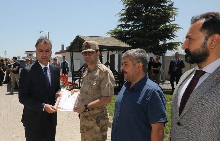 Vali Çağatay'dan JÖH timine başarı belgesi
