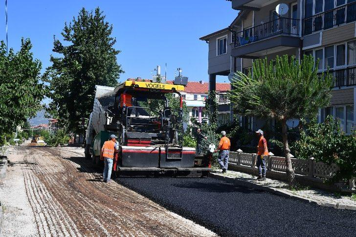 Isparta Belediyesi'nden Hızırbey ve Karaağaç'ta asfalt çalışmaları