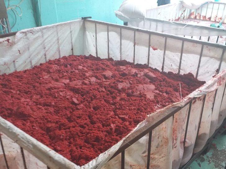 Uygunsuz koşullarda üretilen 3 ton salça imha edildi