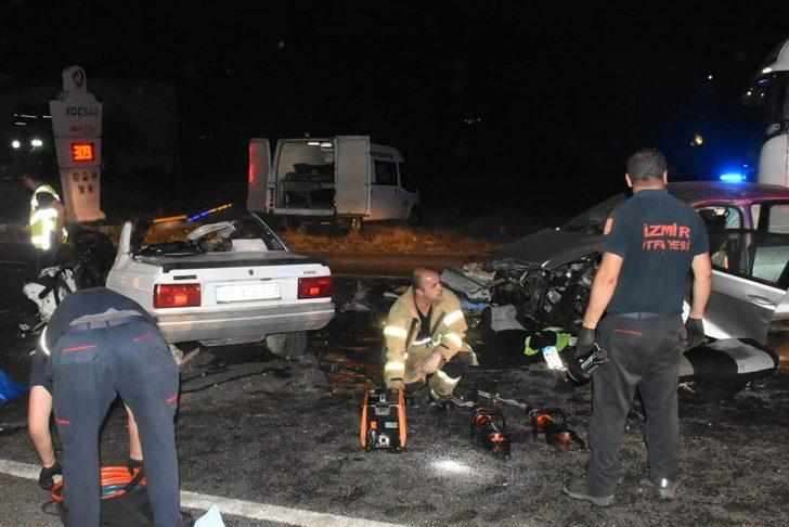 Kemalpaşa'da iki otomobil çarpıştı: 3 ölü, 1 yaralı
