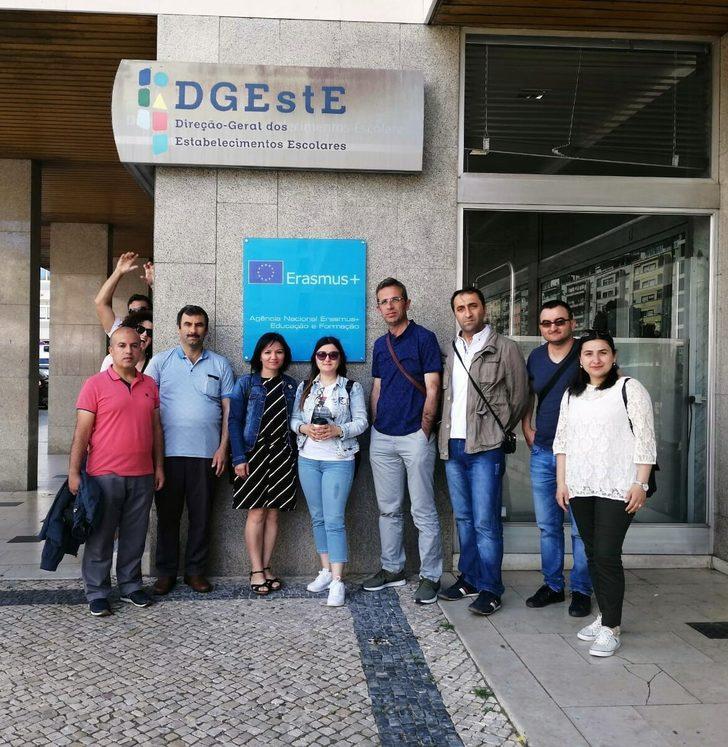 Mülteci öğrencilerin topluma kazandırılması projesi için çalışıyorlar