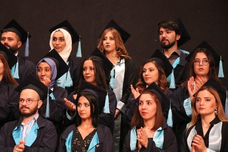 ERÜ Güzel Sanatlar Fakültesi 2018-2019 Yılı Mezunlarını Verdi