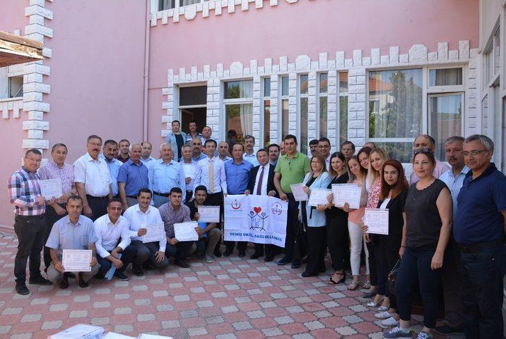 Korkuteli'nde 36 okula beyaz bayrak verildi