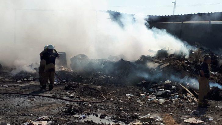 Çeşme'de geri dönüşüm atık toplama deposu yandı