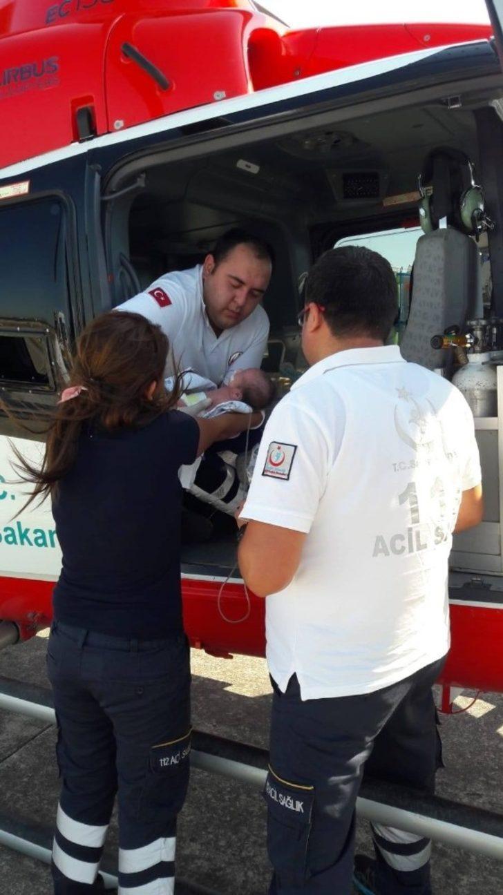 Yeni doğan bebek helikopter ambulansla Denizli'ye sevk edildi