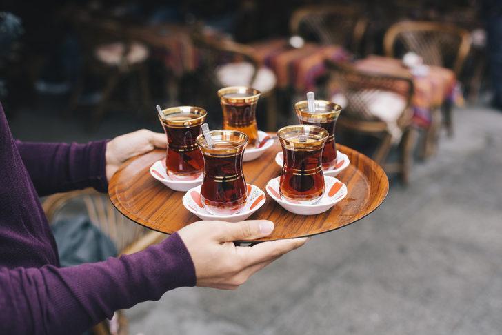 Siyah çayın içerdiği florürün de çürüğü azaltıcı rolü vardır