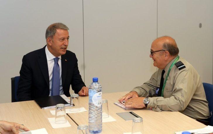 Bakan Akar, NATO Askeri Komite Başkanı Peach ile görüştü