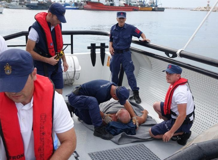 Çanakkale'de denizin ortasında bayılan adamın imdadına Sahil Güvenlik yetişti