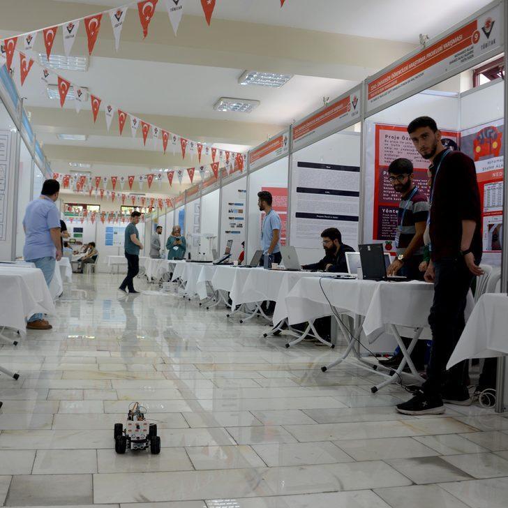 Üniversite öğrencileri projeleriyle yarıştı