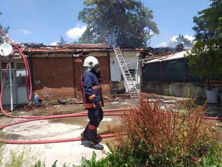 Başkent'te restoranda yangın