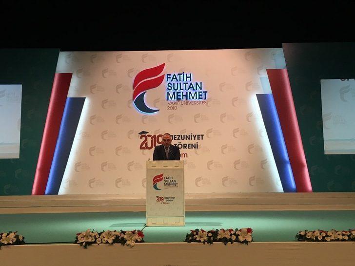 Bakan Ersoy, Fatih Sultan Mehmet Üniversitesi mezuniyet töreninde konuştu