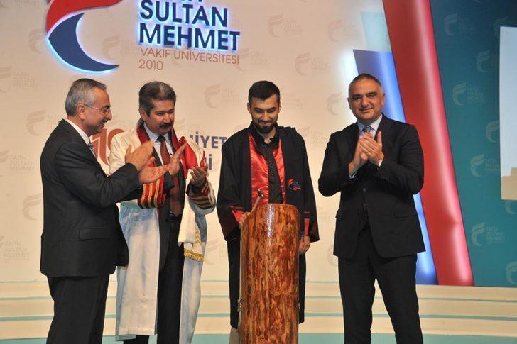 Kültür ve Turizm Bakanı Ersoy: Gelir değil başarı odaklı kariyer planlaması yapın