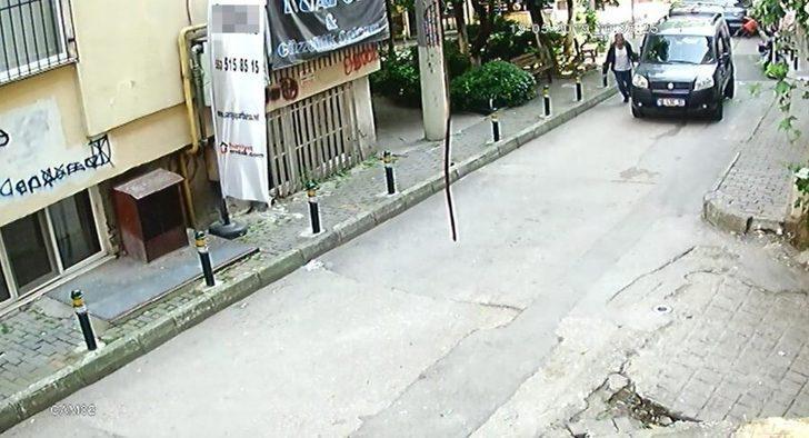 Araçtan cep telefonu çalan hırsız önce güvenlik kamerasına, sonra polislere yakalandı