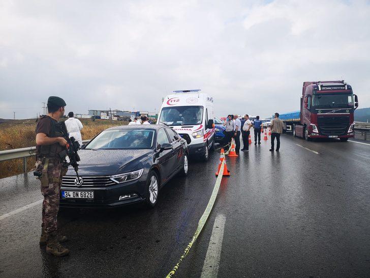 Sancaktepe'de yol kenarında dehşet: Kadını başından vurdu (1)