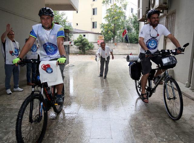 Öğretmene şiddete dikkat çekmek için 650 kilometre pedal çevirecekler