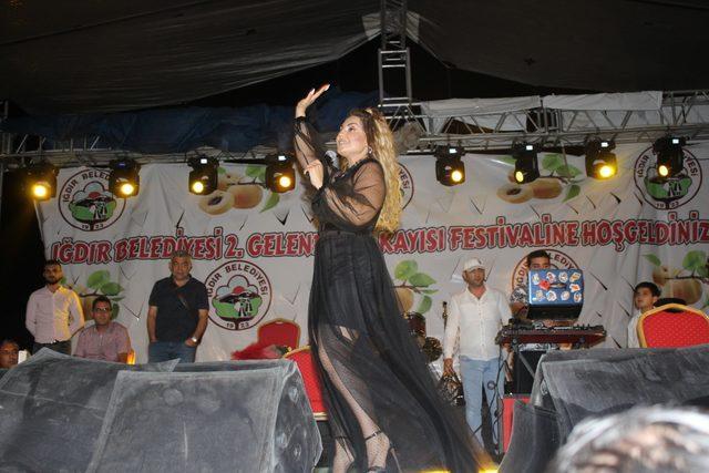 Kayısı Festivali'nde sağanak altında konser