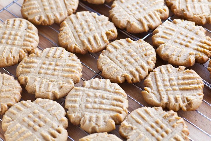 Sadece 3 malzemeli: Fıstık ezmeli kurabiye tarifi