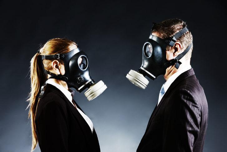 Meclis toplantısında gaz çıkarma arası: Gelirken vanilyalı veya çilekli oda spreyi getirin!