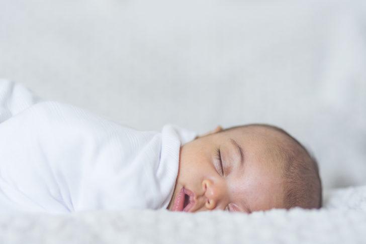 Beyaz gürültü bebekteki gaz sancısını geçirir mi?