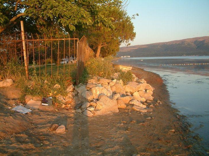 Kamp yönetimi vatandaşlara kumsaldan geçişini engelledi