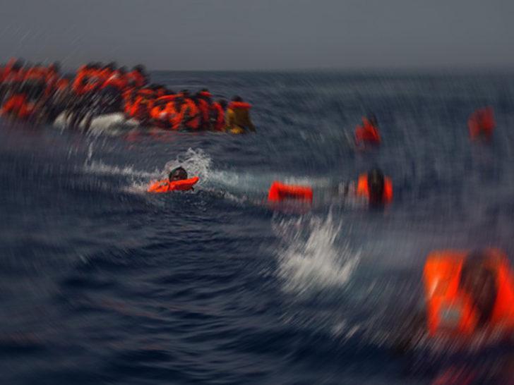 Tunus açıklarında 13 düzensiz göçmenin cesedi bulundu