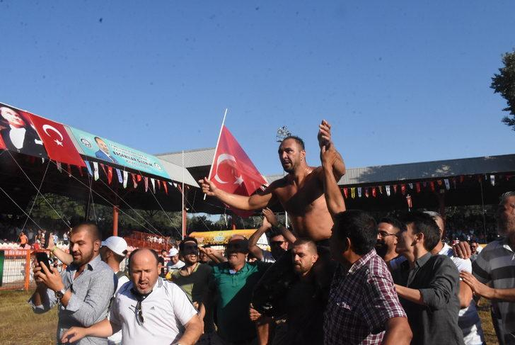 Cumhurbaşkanı Erdoğan, Başpehlivan Gürbüz'ü tebrik etti