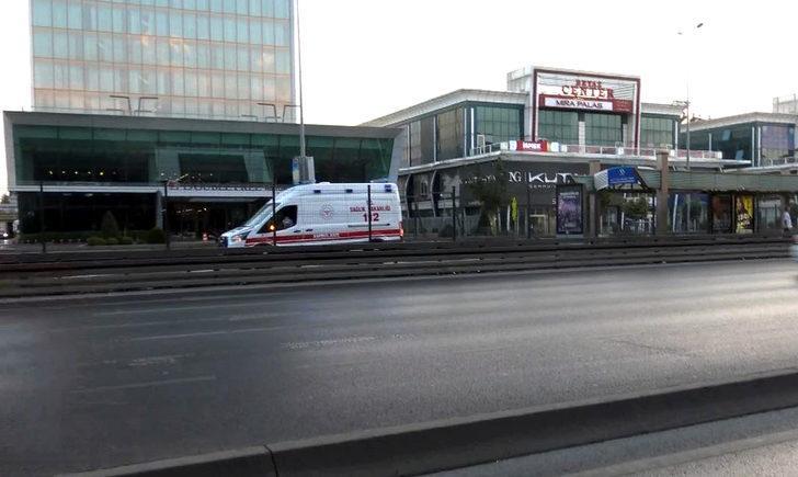 Avcılar'da metrobüs durağında bıçaklı kavga; 1 yaralı