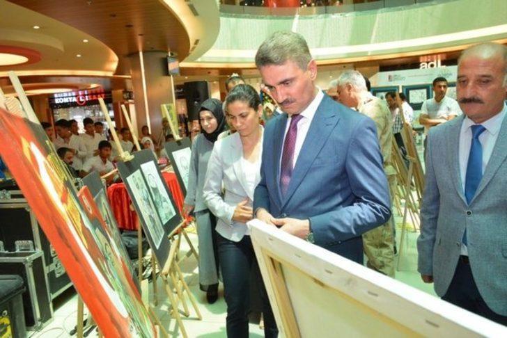 """AVM'de """"Muhacirden Ensar'a,15 Temmuz 2"""" sergisi açıldı"""