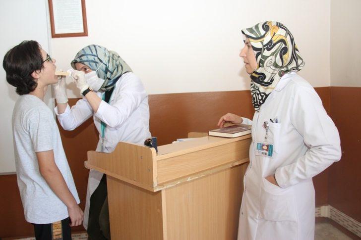 Misafir öğrencilere ağız ve diş sağlığı taraması
