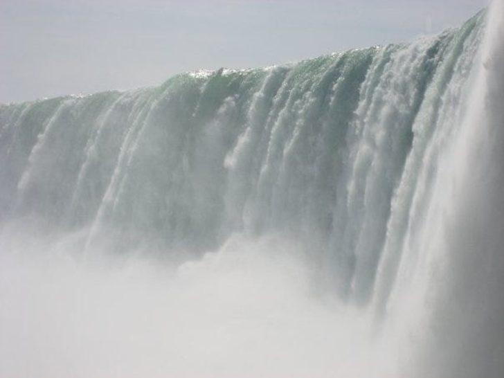 Niagara Şelalesi'nden düştü, çiziksiz kurtuldu!