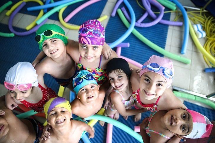 Çocuklara yüzme, velilere pilates
