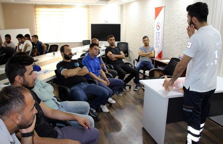 Dicle Elektrik çalışanlarına sertifikalı ilk yardım eğitimi verildi