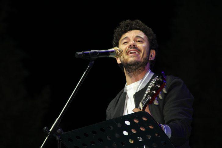 Ünlü sanatçı Buray, Çorum'da konser verdi