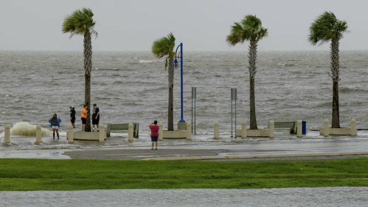 Barry Tropik Fırtına Düzeyine İndirildi Ancak Sel Uyarısı Sürüyor