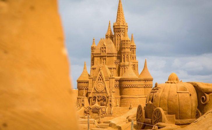 İnanılır gibi değil bu yapıların hepsi kumdan!