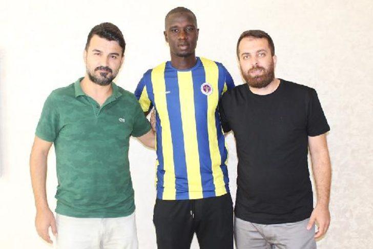Menemenspor Fransız stoper Abdelaye Diakite'yi kadrosuna kattı