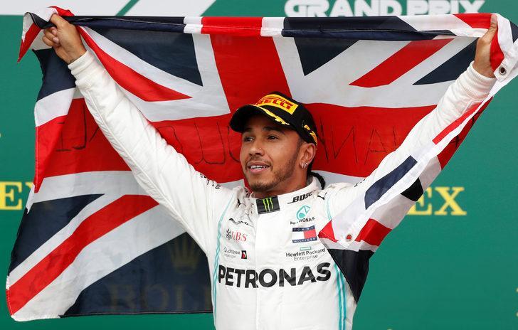Büyük Britanya'da kazanan Lewis Hamilton