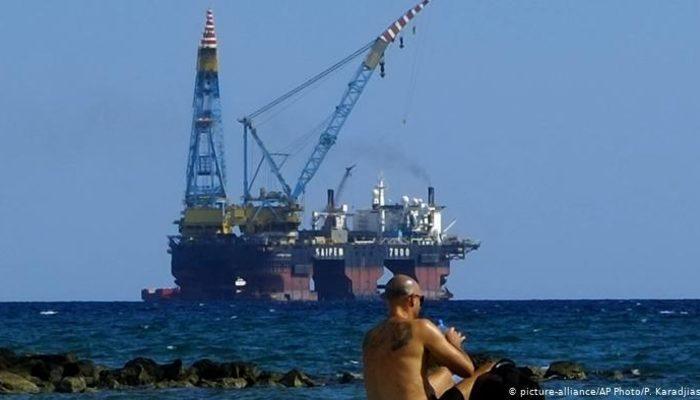 Akdeniz'de doğal gaz gerginliği: Kıbrıslı Rumlardan iki şirkete yetki