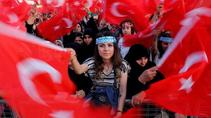 Atatürk Havalimanı'nda 15 Temmuz anması: Güçlenen rabia ve bozkurt kardeşliği