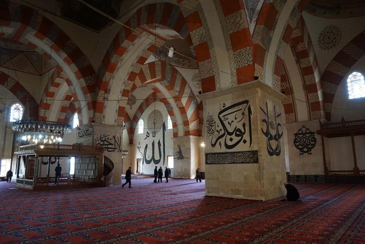 15.yüzyılın en gösterişli yapısı Eski Cami