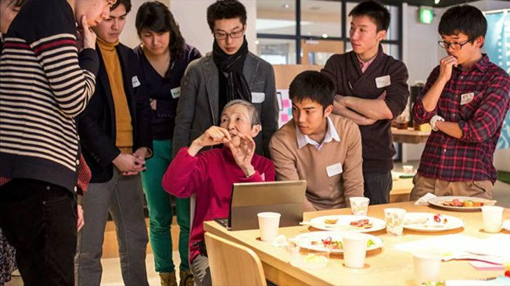 81 Yaşında Apple'a Uygulama Yazan  Tonton Teyzenin Azimli Hikayesi