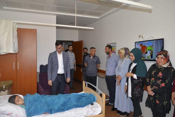 Başkan Tanğlay, sünnet olan çocukları ziyaret etti