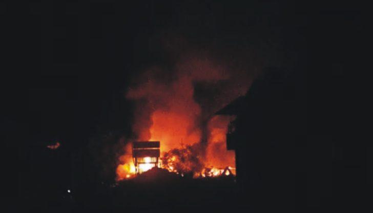 Balıkesir'de büyük yangın! 4 ev alev alev yandı!