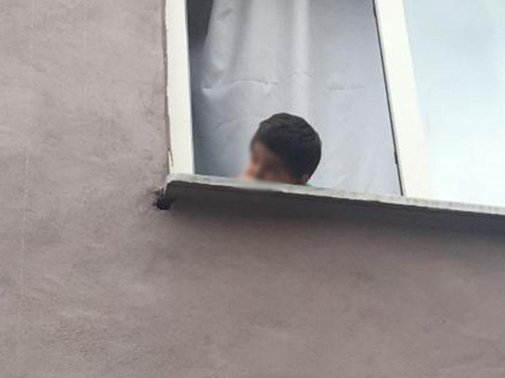 Pencereden sarkan çocuk, itfaiye tarafından kurtarıldı, annenin sözleri 'pes' dedirtti