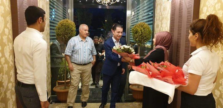 Kuzey Irak heyeti Van'da çiçeklerle karşılandı