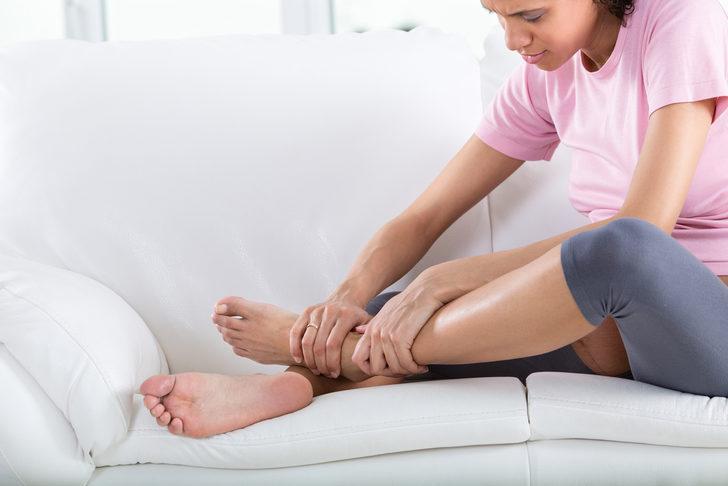 Bacaklardaki şişlik o hastalıkların habercisi!