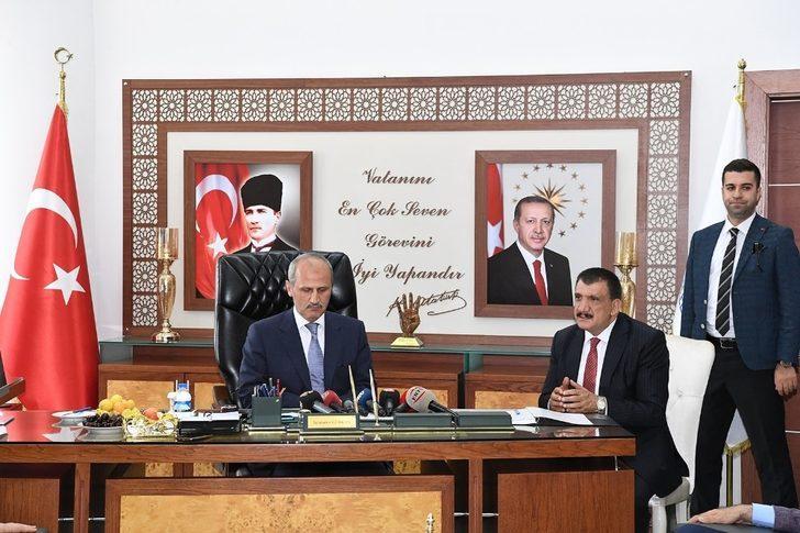 Bakan Turan'dan Belediye Başkanı Gürkan'a ziyaret